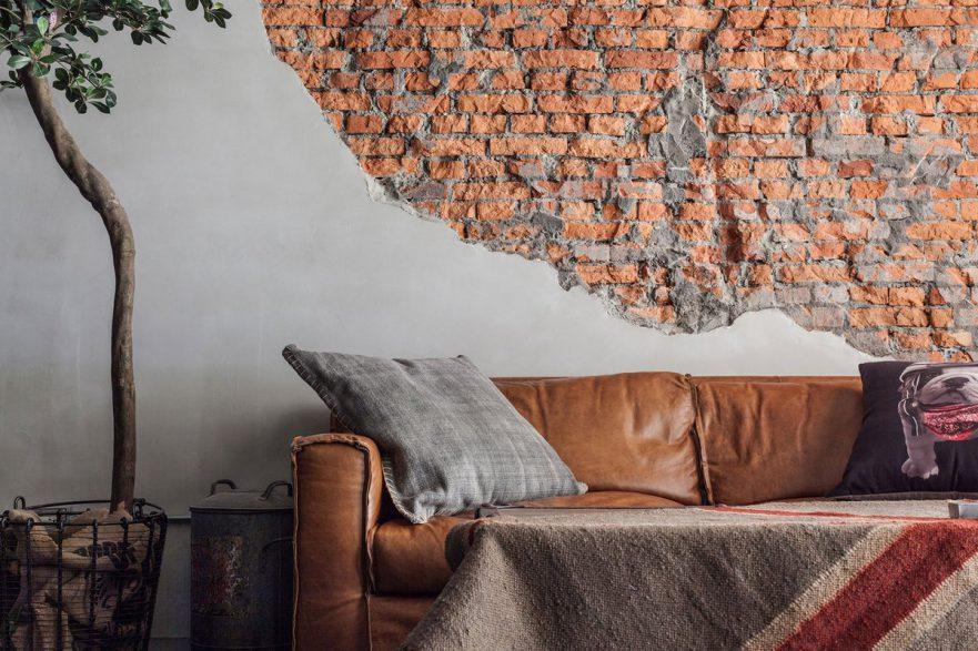 Имитация кирпичной стены в интерьере