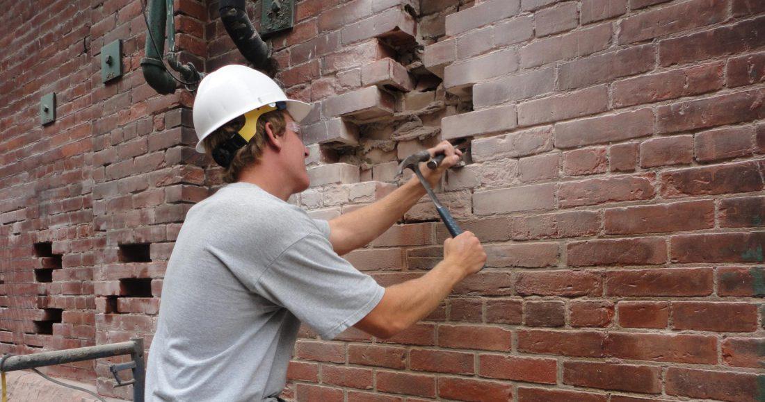 Способы разборки кирпичных стен